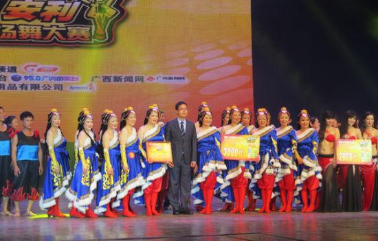 """""""安利·舞出我精彩""""第二届广西广场舞大赛决赛现场"""