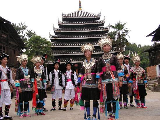 三江侗族服饰和建筑 资料图