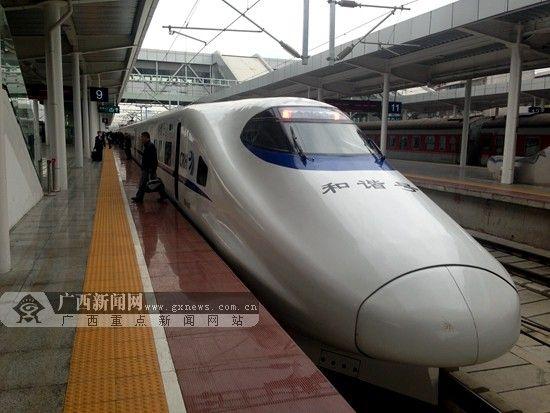 2014年端午小长假期间,南宁铁路局将在北京、广州、桂林等方向列车加挂车厢404辆次。广西新闻网记者 杨郑宝 摄