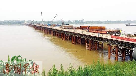 正在建设中的平南浔江特大桥。记者 卢冬琳摄