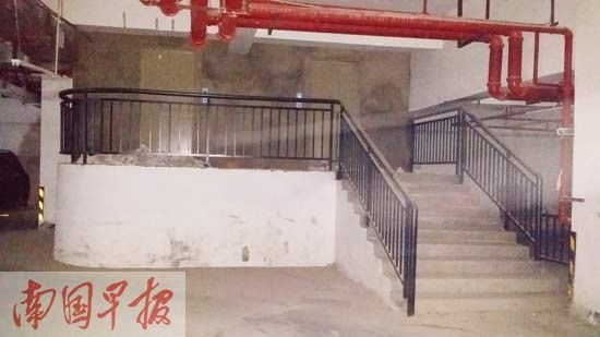 香樟林小区3#住宅楼地下二层车库里加建的两部电梯。记者 黄乒宾摄