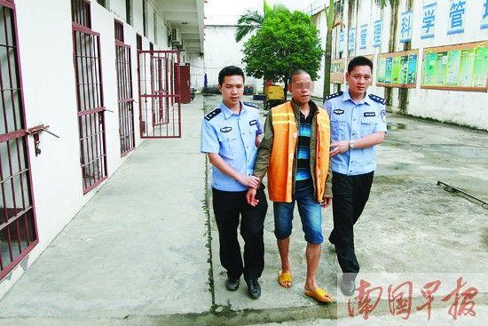 归案后的犯罪嫌疑人覃某被关押在看守所。图片来源:南国早报