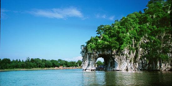 桂林象鼻山 图片来源:桂林旅游局