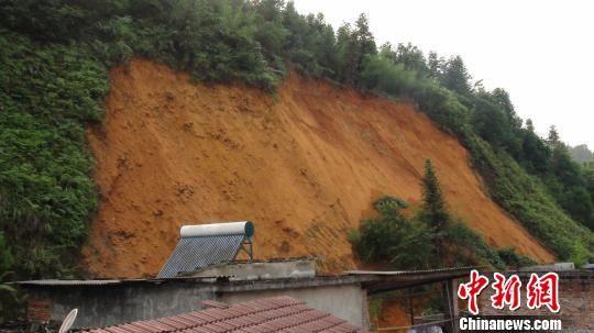 融安县大坡乡大坡街新开发区后山发生一起滑坡地质灾害
