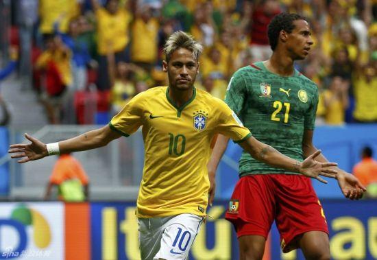 内马尔欢庆进球。图片来源:新浪体育