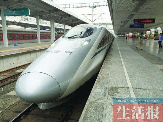 首列CRH380A型高速动车。通讯员 黄帝 摄