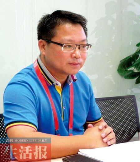李健在接受记者专访时的近照