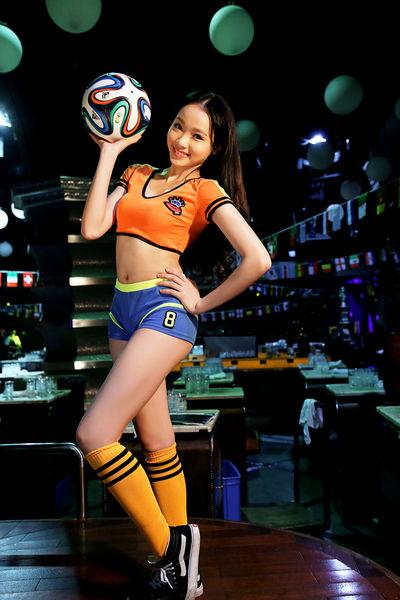 从上上酒吧通道晋级足球宝贝秀活动