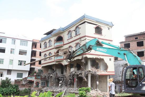 违法建筑被拆除。谢川摄影