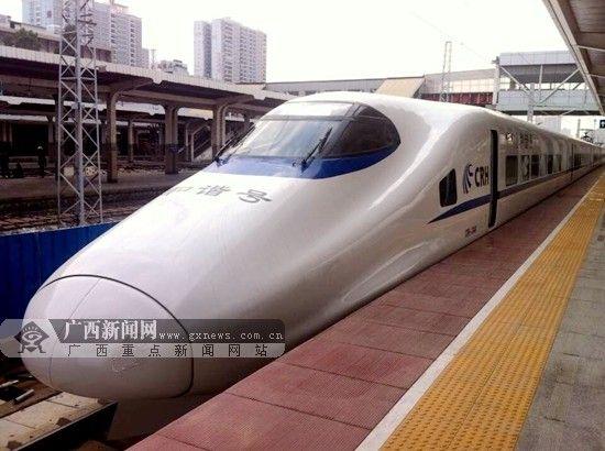 7月11日至13日,宁铁将在南广及沿海高铁线上每天加开4趟动车组列车,满足广大旅客旺盛的周末出行需求。(资料图)广西新闻网记者 杨郑宝摄