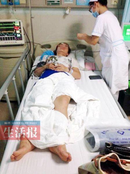 小隆伤后住院。