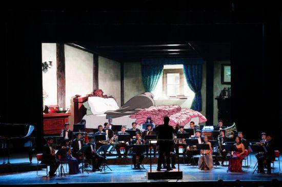 如行云流水般优美的旋律充满整个剧场