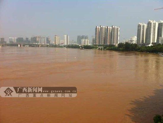 邕江水位大面积上涨,民生广场被洪水淹没。广西新闻网记者 胡雁 摄