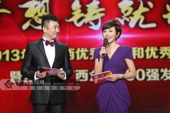 广西妹子、央视主播欧阳夏丹(右)担任嘉宾主持。图片由节目组提供。