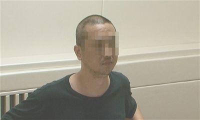 嫌疑人在接受警方审讯中。警方供图