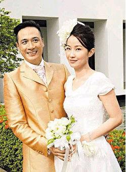 吴镇宇和老婆的结婚旧照