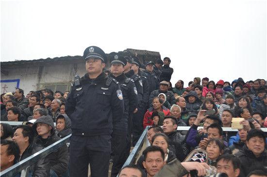 """老百姓的""""保护神""""――广西""""最美警察""""文新建"""