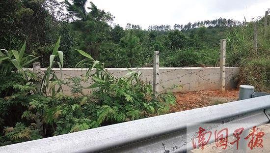 相关部门修建混凝土墙封堵私开的道口。
