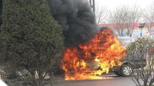 汽车火灾。图片来源:广西贵港市公安消防支队