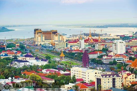 柬埔寨迎来投资开发热潮,美丽的金边吸引了众多企业纷纷抢滩,中国成为柬埔寨最大外资来源国。 罗 杰 摄