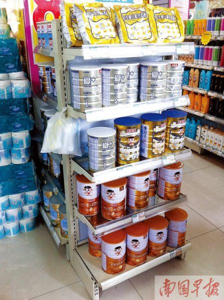 南宁一家试点药店的奶粉货架上仅有少数几种产品。图片来源:南国早报