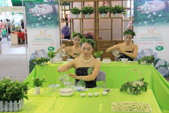 茉莉花茶茶艺表演 图:新浪网