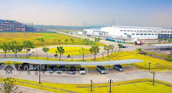 中国在印尼设立的第一个经贸合作区——中国·印尼经贸合作区,吸引了大批企业入园。罗 杰 摄