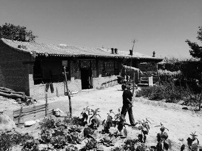 李艮库的家显得有些破败。京华时报记者施志军摄
