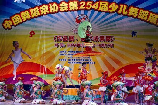 小选手们在展演舞台上。南国早报记者 刘豫摄