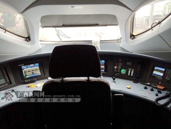 CRH380型动车驾驶室。南宁铁路局供图