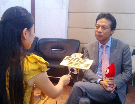 唐骏接受新浪广西的采访。图片来源:新浪广西
