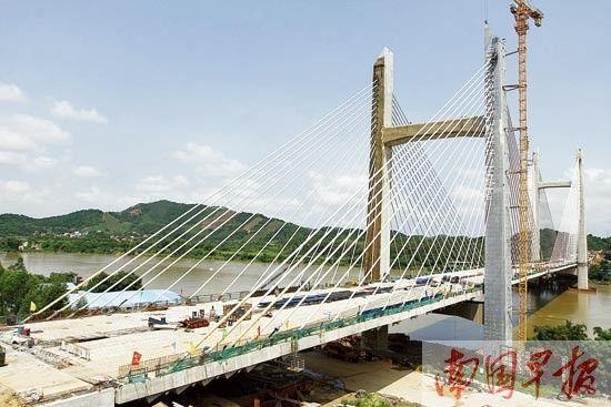 大冲邕江特大桥已经顺利合龙。记者 卢冬琳