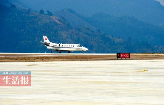 河池劈山建成山顶机场 状如航空母舰