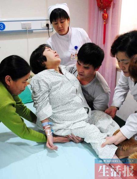 """""""渐冻人""""吕元芳住进医院。资料图片"""
