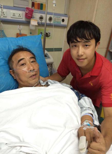 胡爸爸在医院接受治疗