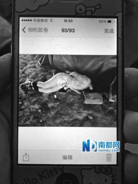 受访者用手机拍下女孩被绑时的样子。