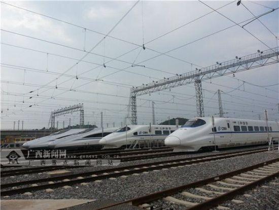 南宁铁路局决定在9月5日至8日间,再加开1对区内动车组列车,使中秋小长假每日加开动车数达到4对。南宁铁路局供图
