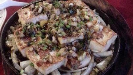 小葱鱼肉焖豆腐