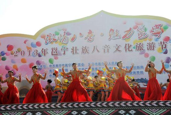 往年开幕式上的精彩民俗演出潘浩摄
