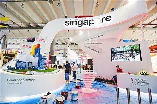 """新加坡作为今年东博会的主题国,其""""魅力之城""""展馆具有现代气息。 记者 何学俏/摄"""