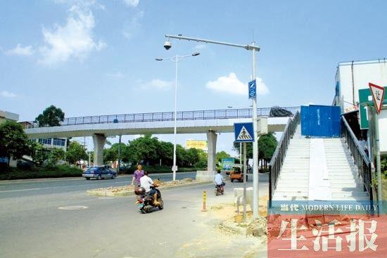 广西花鸟市场人行天桥正在施工