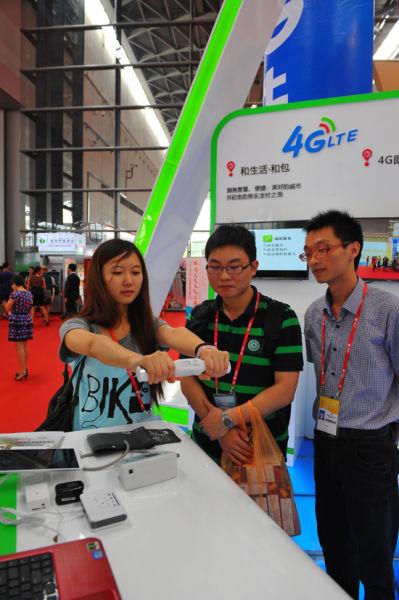 参展嘉宾体验4G智慧医疗