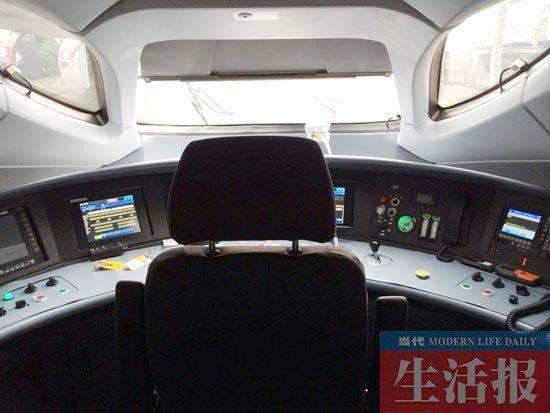 ●驾驶室 颇像飞机控制舱