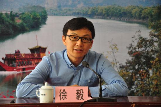 宁明县宣传部部长徐毅向来宾做报告