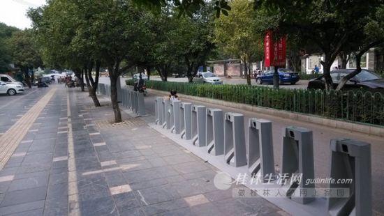 6日,公共自行车龙隐桥租赁点的公共自行车被借光。