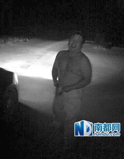"""湖南双牌县一中学副校长""""车震""""现场。"""