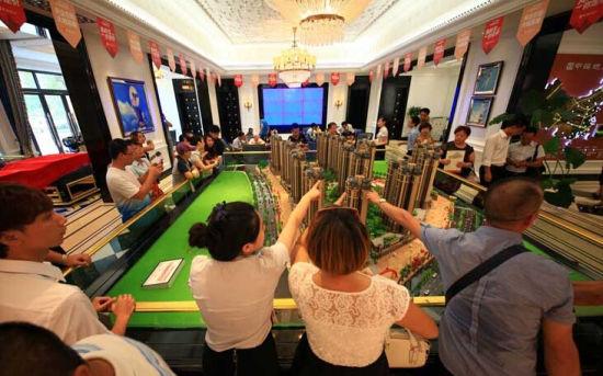 国庆长假期间兴宁区一楼盘人气旺盛。 南国早报记者 韦宏宁摄