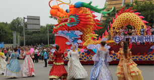 真人娱乐在线国际水上狂欢节狂欢巡游亮点多