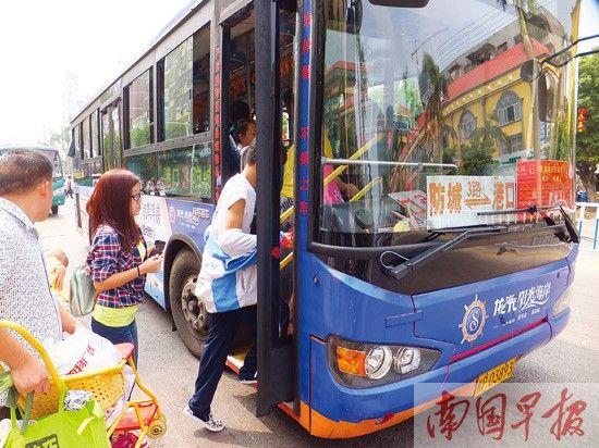 防城港3路公交专线推出快速公交。记者 赵劲松 摄