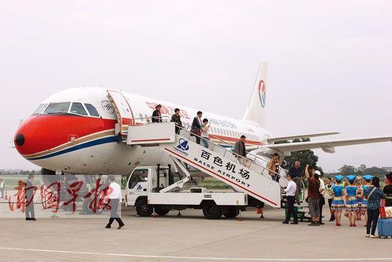 这架飞机的降落,标志着百色—上海航班正式开通